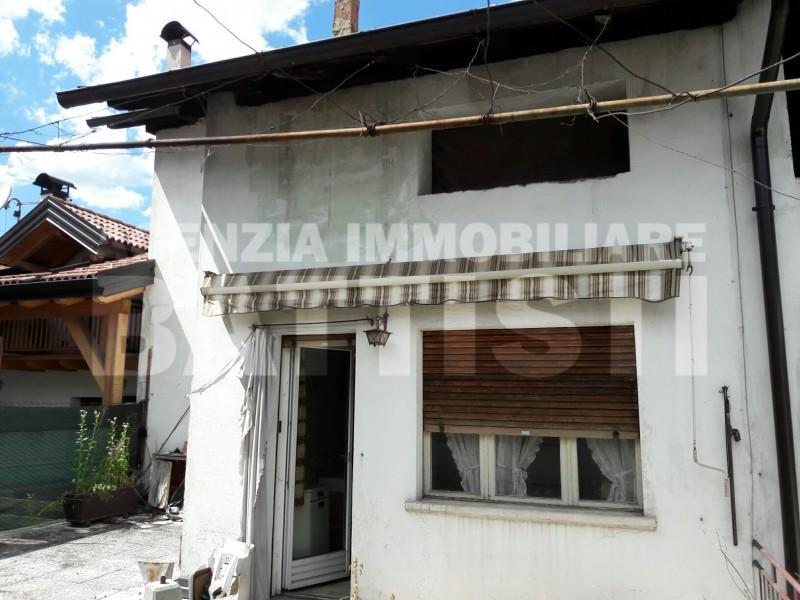 Porzione di casa con negozio immobiliare battisti for Garage con negozio